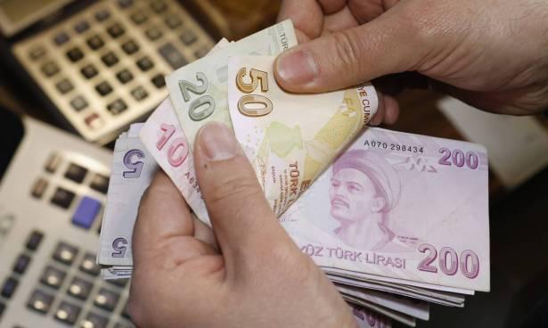 البريد التركي يحول 172 مليون دولار إلى الليرة لدعم العملة