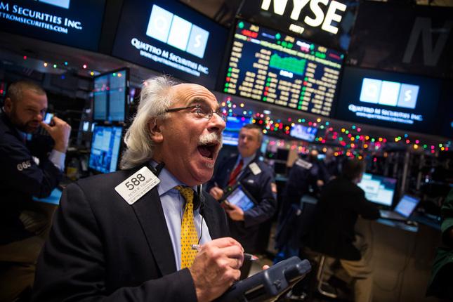 الأسهم الأمريكية تنخفض من أعلى مستوياتها بعد نتائج الأرباح المخيبة والشكوك حول صفقة التجارة
