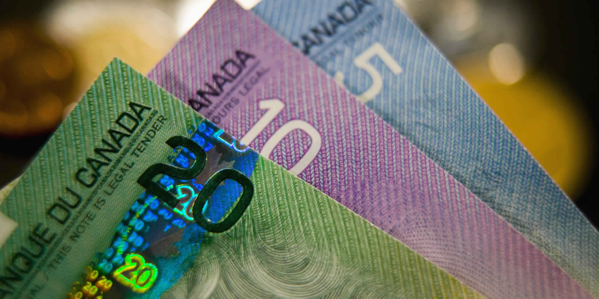 الدولار الكندي ينخفض نحو أدنى مستوى في 4 أشهر