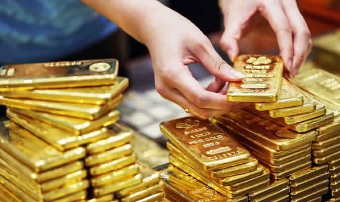 الذهب يتراجع قليلا  من أعلى مستوى في أسبوع مع تجدد المخاوف بشأن نشوب حرب تجارية