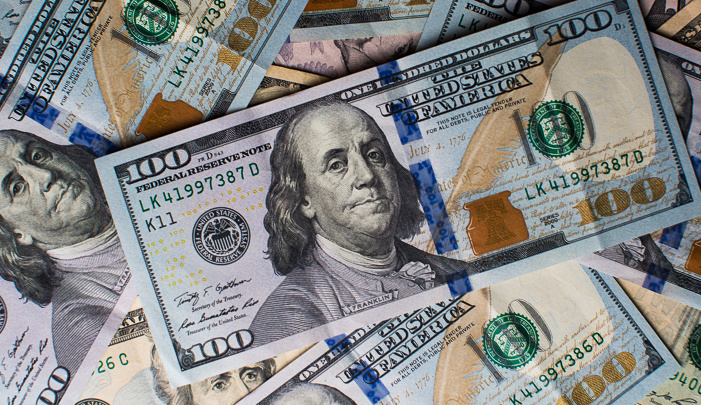 الدولار ينخفض بعد رفع الفائدة الأمريكية والأنظار تتجه نحو المركزي الأوروبي