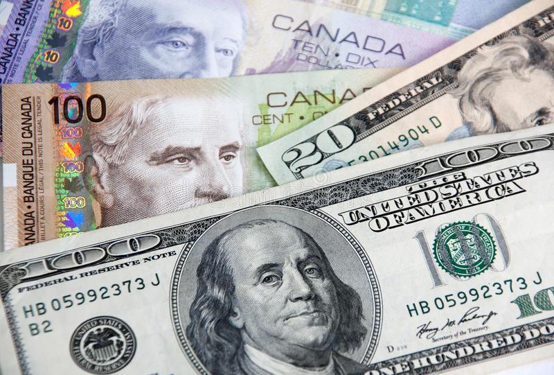 الدولار الكندي يسجل تراجعا حادا بنحو 1% مقابل الدولار الأمريكي بعد تثبيت الفائدة الكندية