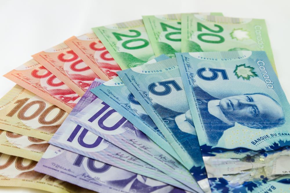 الدولار الكندي يرتفع بعد تثبيت الفائدة عند 1.75%