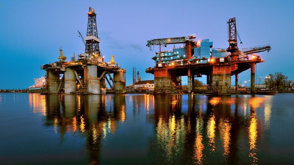 أسعار النفط تتراجع مع تكهنات بتقلص الطلب من الصين
