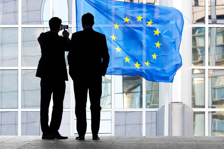 هل تنجح التحفيزات الأوروبية لاحتواء فيروس كورونا في دعم اليورو؟