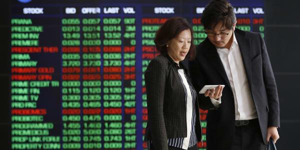 أسهم هونج كونج تقود المكاسب في آسيا والمستثمرون يقيمون التأثير الاقتصادي لفيروس كورونا