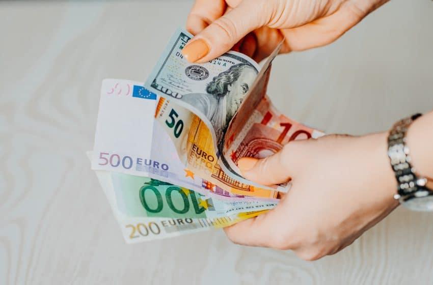 تعاملات اول جلسات الأسبوع للعملات الرئيسية دولار امريكي ، يورو ، استرليني